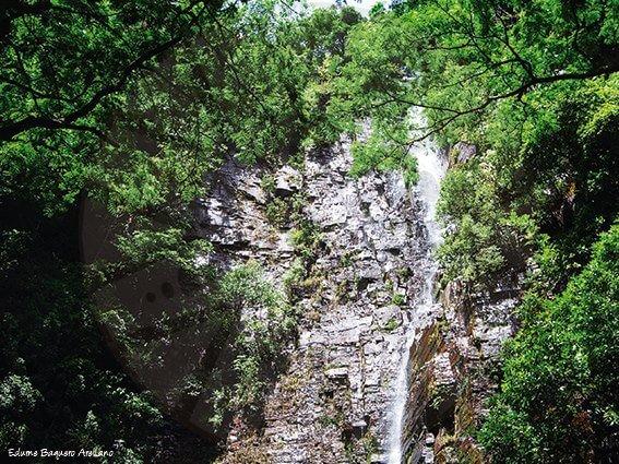 Senegal-Reserva-natural-Dindefello-Cascada