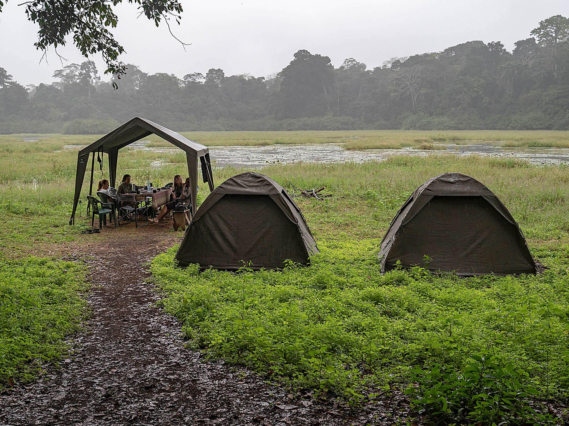 acampada Akaka Gabón
