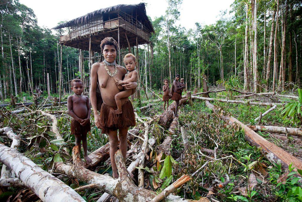 familia-korowai-papua