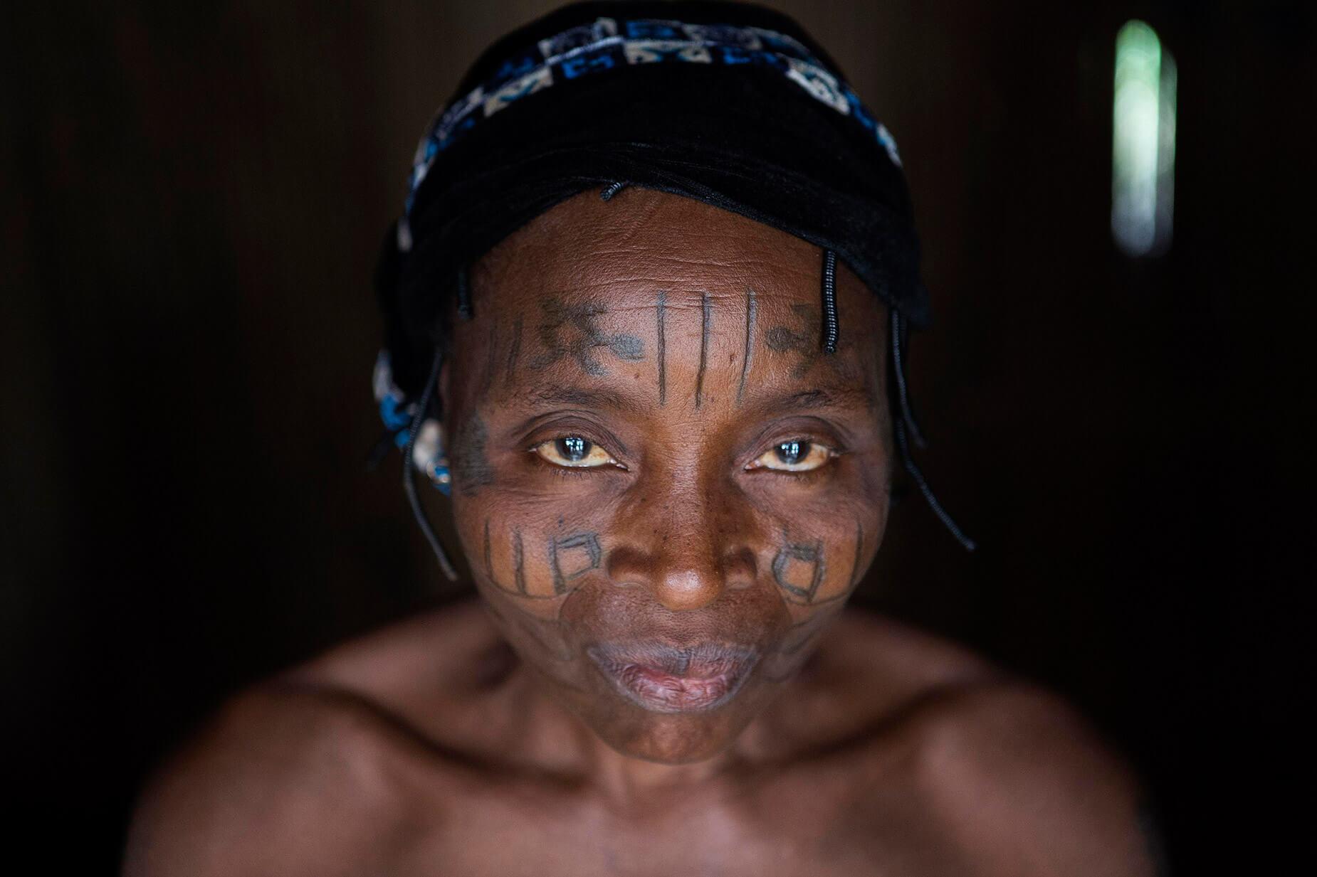 mujer etnia holi Benín