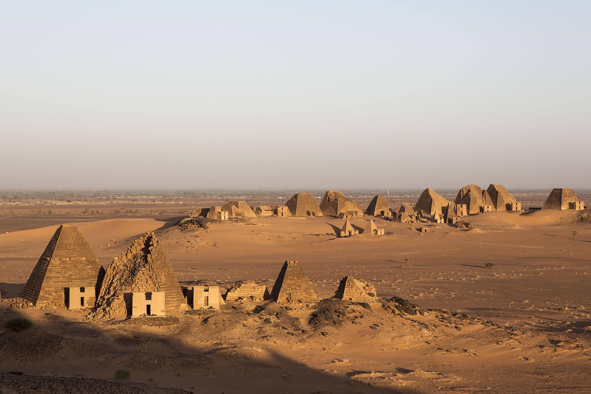 necropolis Meroe Sudán