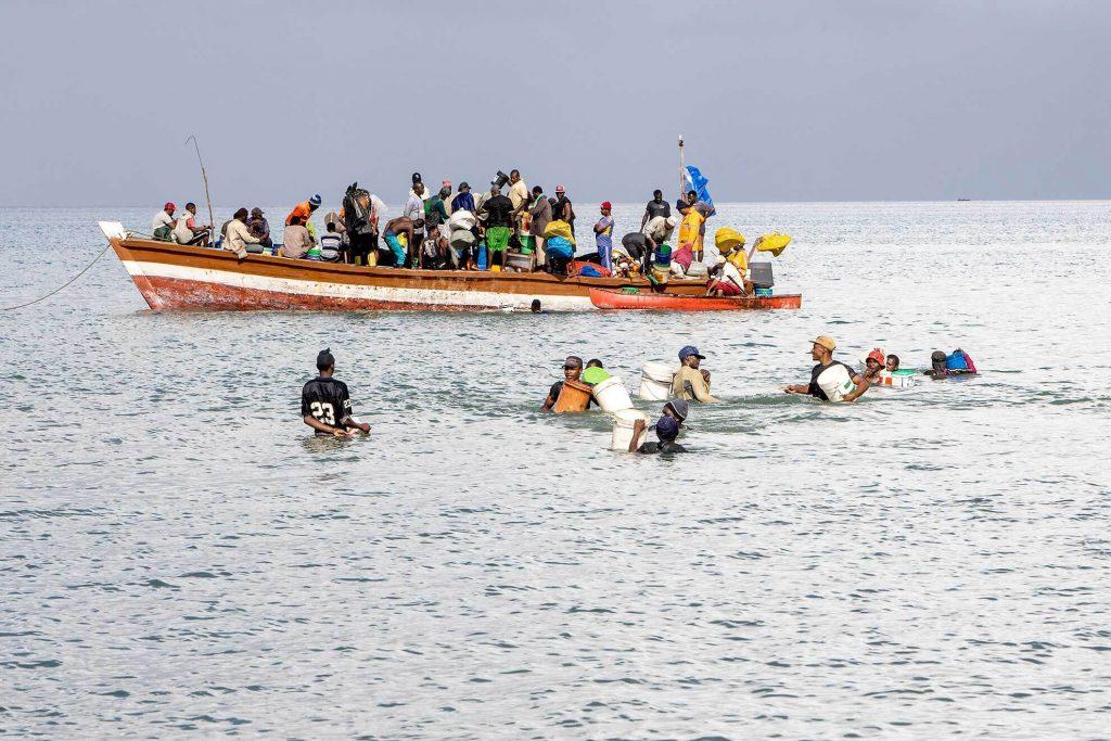 zanzibar-stonetown-fishermen